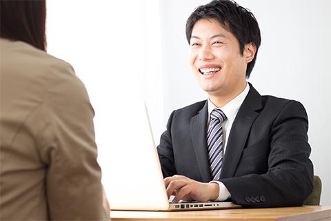 ナイトワーク店の男性スタッフは「話しやすい人」のほうが昇進に有利!