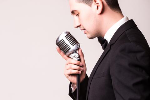 接客は態度だけでなく声も大切! 好感が持てる声の作り方